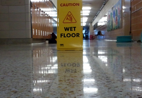 Насколько полированный бетон скользкий?