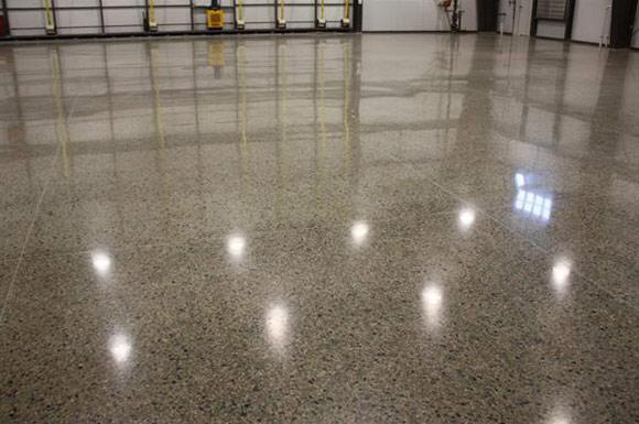 Полированный бетонный пол в авиационном ангаре ProGrinding.ru