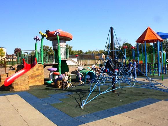 Детская площадка из бетона