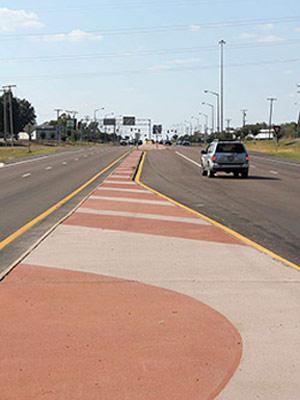 Декоративная разделительная полоса на шоссе Highway 80