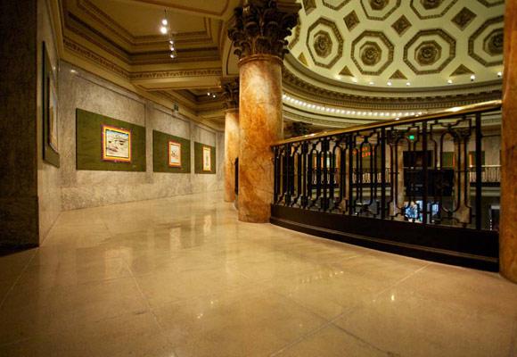 Полированный бетонный пол в Национальном историческом музее Лос-Анжелеса