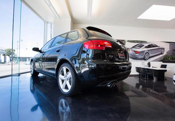 Полированный бетонный пол в автосалоне Audi в Беверли-Хиллз