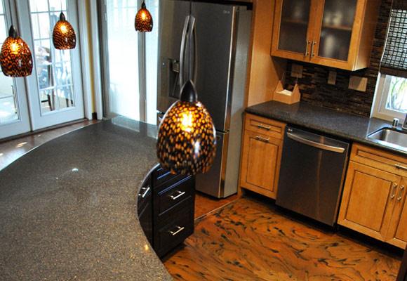 Эпоксидный декоративный пол на кухне частного дома