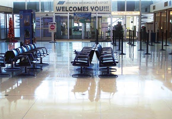 Шлифовка и полировка терраццо в терминале аэропорта Стоктон