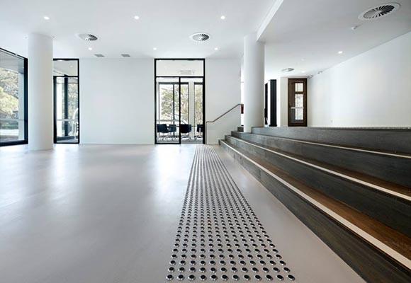 Полированный топпинговый бетонный пол в студенческом городке Urbanest