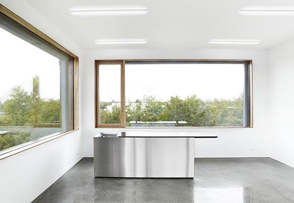 Textilmacher - здание с фасадами из сборного бетона и полированными бетонными полами
