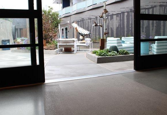 Декоративный полированный бетонный пол в отеле «Зефир»