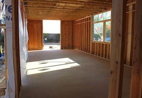 Полированный бетонный пол в загородных каркасных домах
