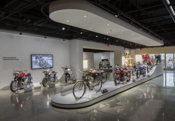 Полированный бетонный пол в автомобильном музее Петерсена