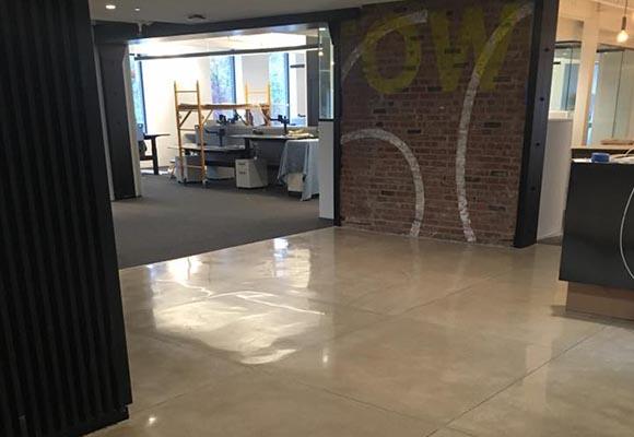 Полированный бетонный пол в офисе архитектурного бюро Gensler