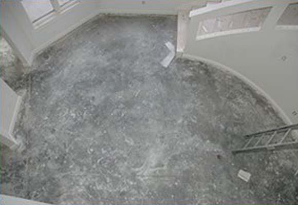 Декоративный полированный бетон в частном доме