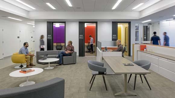 Полированный бетонный пол в офисе некоммерческой благотворительной организации для помощи незрячим и слабовидящим