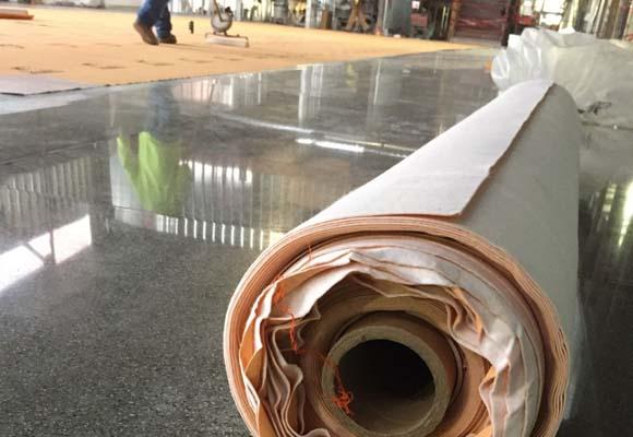 Полированный бетонный пол в средней школе