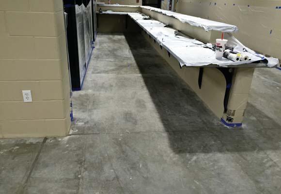Полированный бетонный пол в автосервисе для грузовиков